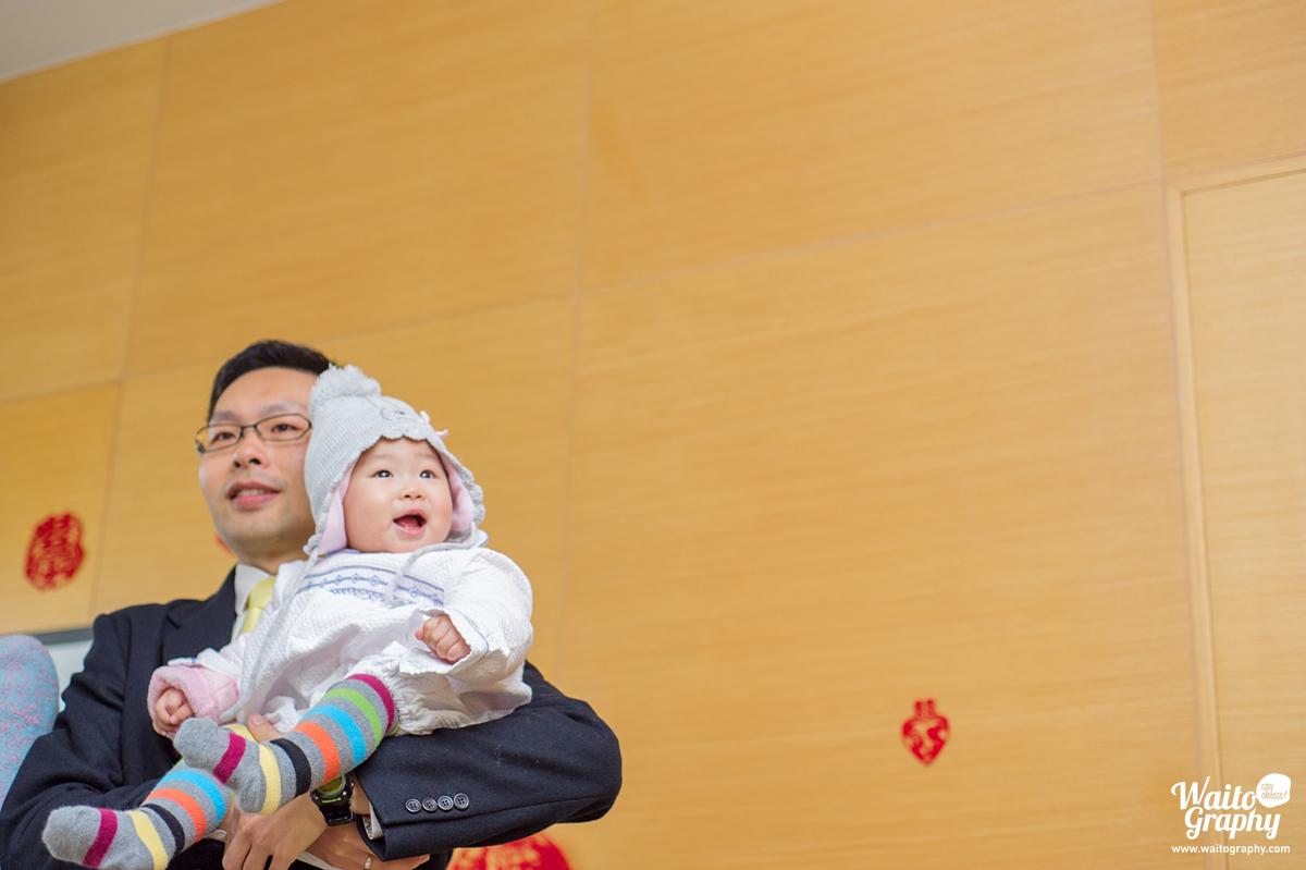 baby saying hi in a hk wedding