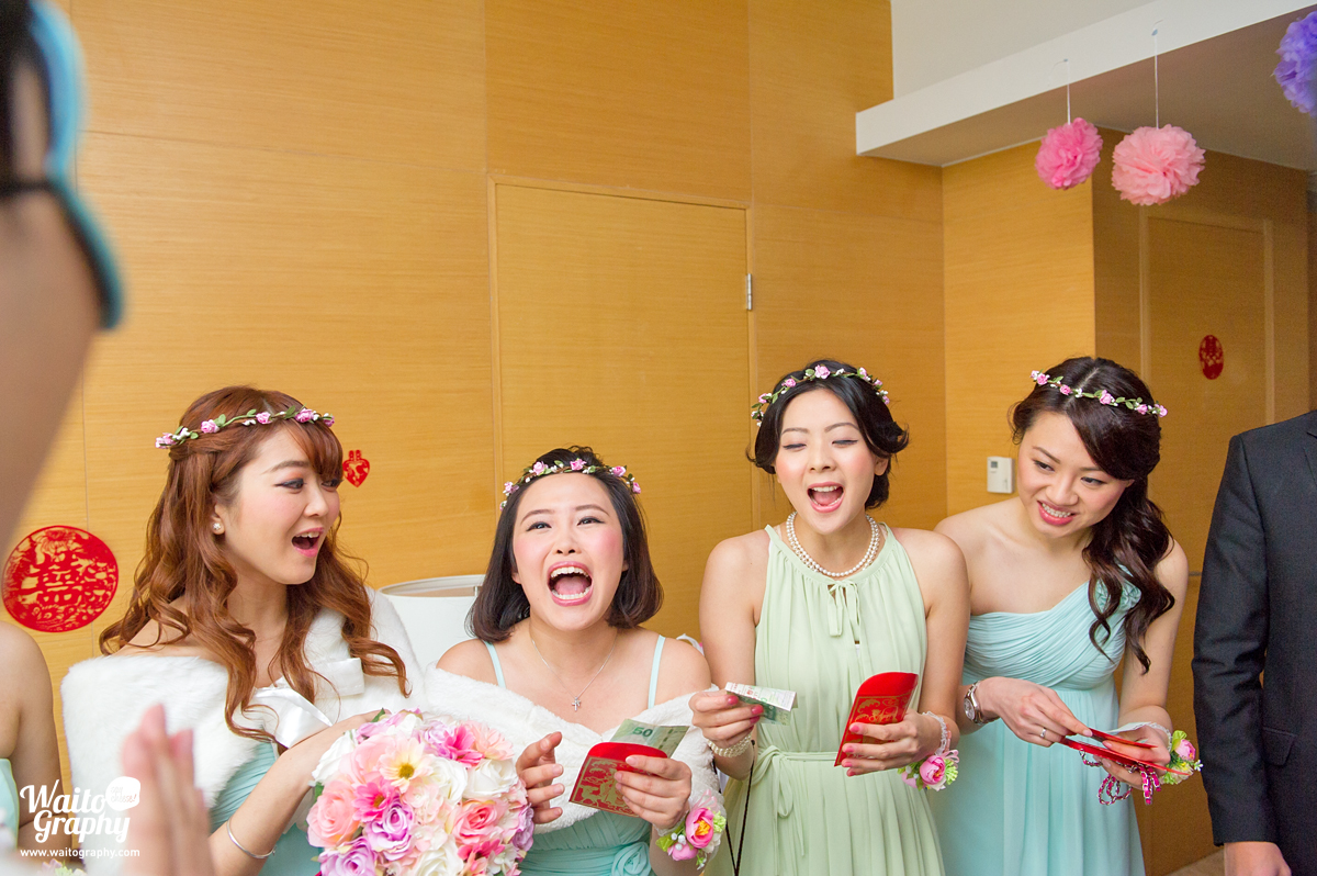 playing games in a hk wedding